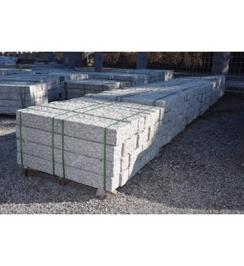 Palisaden Granit grau gespitzt 12x12 cm