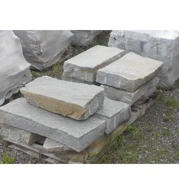 Blockstufen Gneis unbearbeitet
