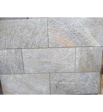 Bodenplatten Gneis gesägte Kanten