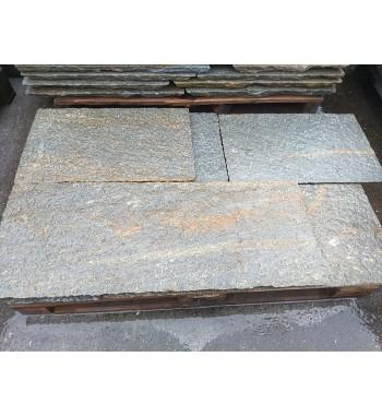 Bodenplatten Gneis behauene Kanten