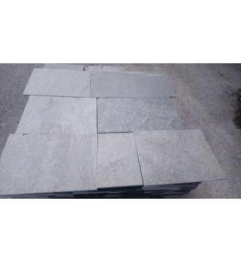 Bodenplatten  Kavala Gneis gesägte Kanten